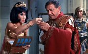 Amanda Barrie and Sid James in 'Carry On Cleo'