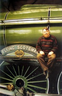 Brian Blessed gets to see the Flying Scotsman after 48 years