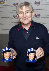 Willie Carson holding two 'Willie Carson' Royal Doulton character jugs