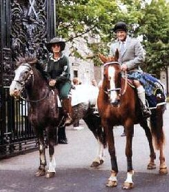 Aldaniti and Bob Champion (in a kilt!) outside Holyrood Palace at the start of the 1996 'Ride For Life'