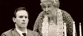 Peter Davison & Elizabeth Spriggs in 'Arsenic and Old Lace' (1991)