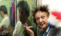 Ken Dodd with David Cobley's painting of him at The National Portrait Gallery