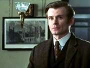 Charles Edwards in 'Murder Rooms: Mysteries of the Real Sherlock Holmes - The White Knight Strategem' (2001)