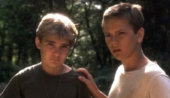 Corey Feldman & River Phoenix in 'Stand By Me' (1986)