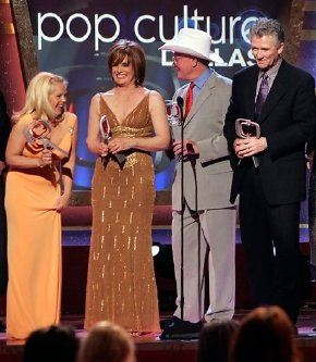 Charlene Tilton, Linda Gray, Larry Hagman & Patrick Duffy receive their TV Land 'Pop Culture Awards' for 'Dallas'