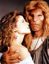 Linda Hamilton & Ron Perlman in 'Beauty and the Beast'