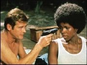 Gloria Hendry and Roger Moore in Live And Let Die