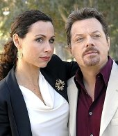 Eddie Izzard as Wayne Molloy with Minnie Driver in 'The Riches' (2007-8)