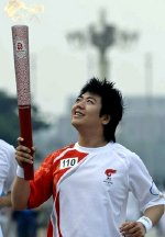 Lang Lang carrying the Beijing Olympic torch in 2008