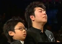 Lang Lang plays a duet with 9 year old Mark Yu at the 2008 Proms