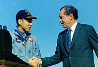 Jim Lovell meets President Richard Nixon at the end of the Apollo 13 mission