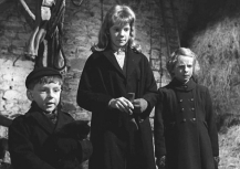 Alan Barnes, Hayley Mills & Diane Holgate in 'Whistle Down the Wind' (1961)