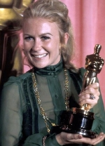Juliet Mills with Glenda Jackson's 'Best Actress' Academy Award in 1971.  Glenda Jackson was unable to be present to receive the Award.