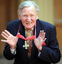 Leslie Phillips after receiving his CBE in May 2008