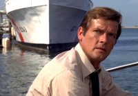 Roger Moore in 'Live And Let Die'