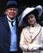 Peter Ustinov and Prunella Scales in 'Stiff Upper Lips'