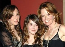 Lea Thompson with her daughters Madelyn and Zoey