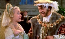 Barbara Windsor & Sid James in 'Carry On Henry' (1971)